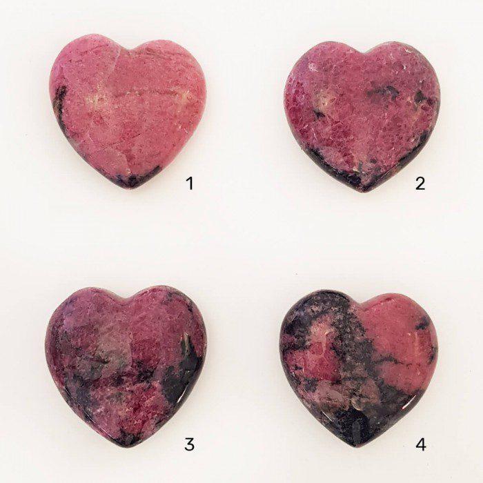 rodonita en forma de corazón