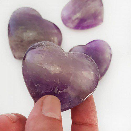 corazón de amatista pulido