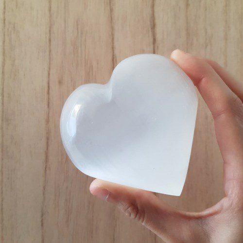 corazón de selenita blanca