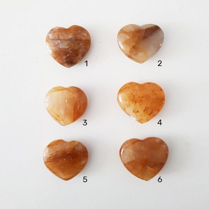 cuarzo sanador en forma de corazón pequeño