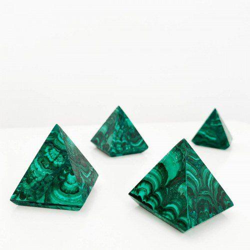pirámide de malaquita pequeña