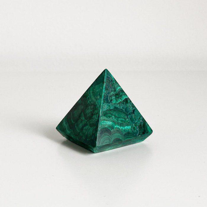 pirámide de malaquita verde