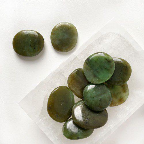 rodado de jade verde plano