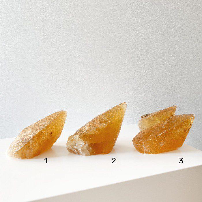 Calcita miel mediana en punta 1