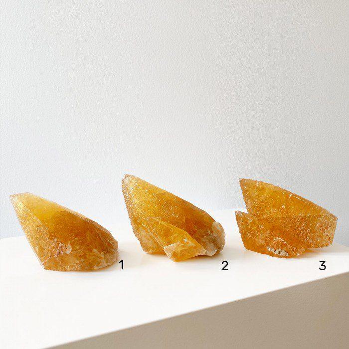 Calcita miel mediana en punta 2