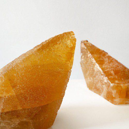 calcita miel grande en punta