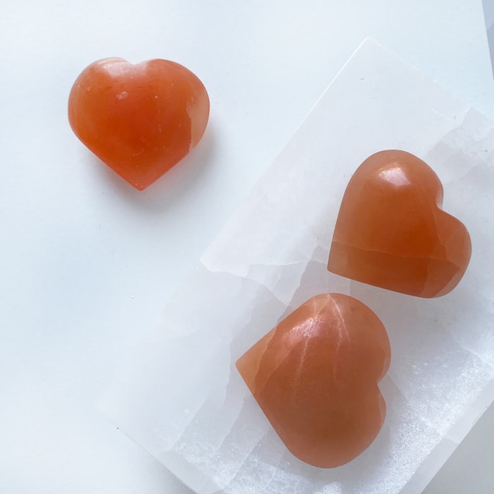 corazón de selenita naranja