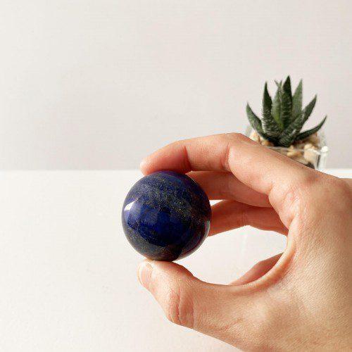esfera de lapislázuli pequeña