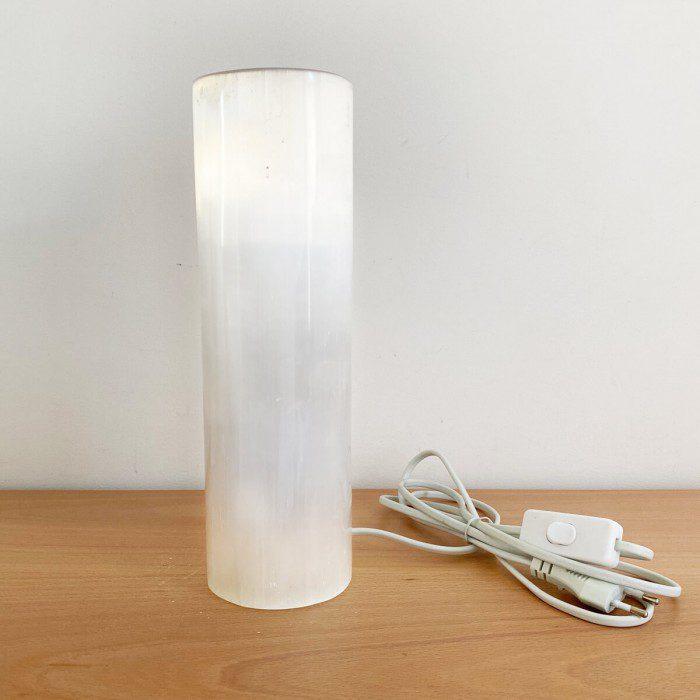 lámapra de selenita en forma de cilindro grande