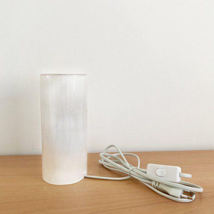 lámpara de selenita con forma de cilindro pequeña