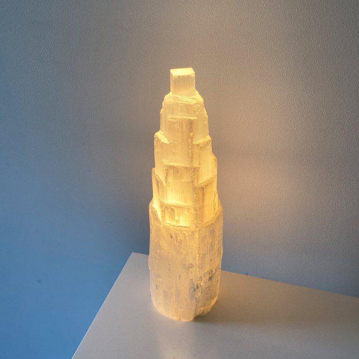 lámpara de selenita monolito grande