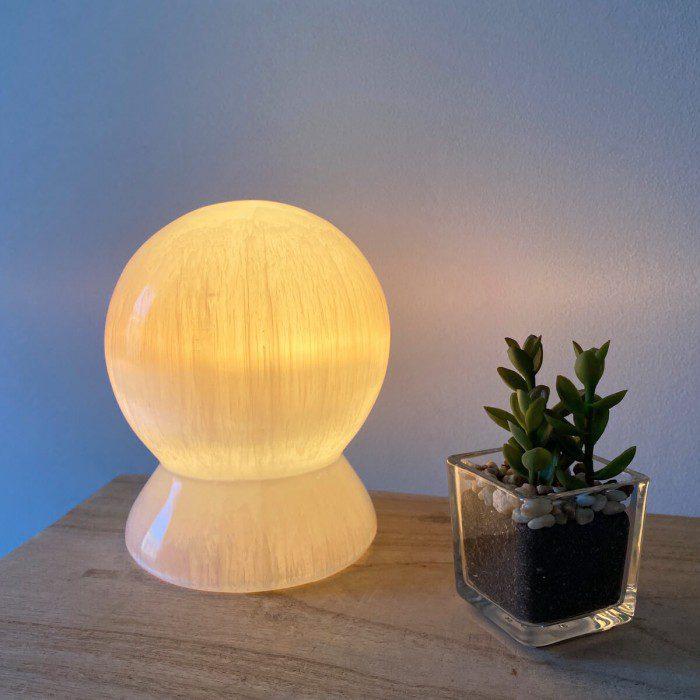 lámpara de selenita redonda esfera