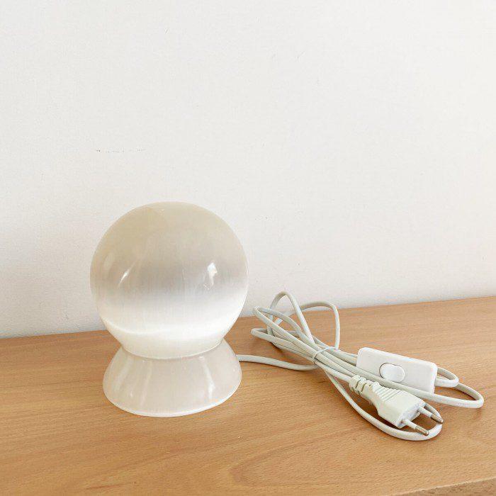 lápara de selenita en forma de esfera