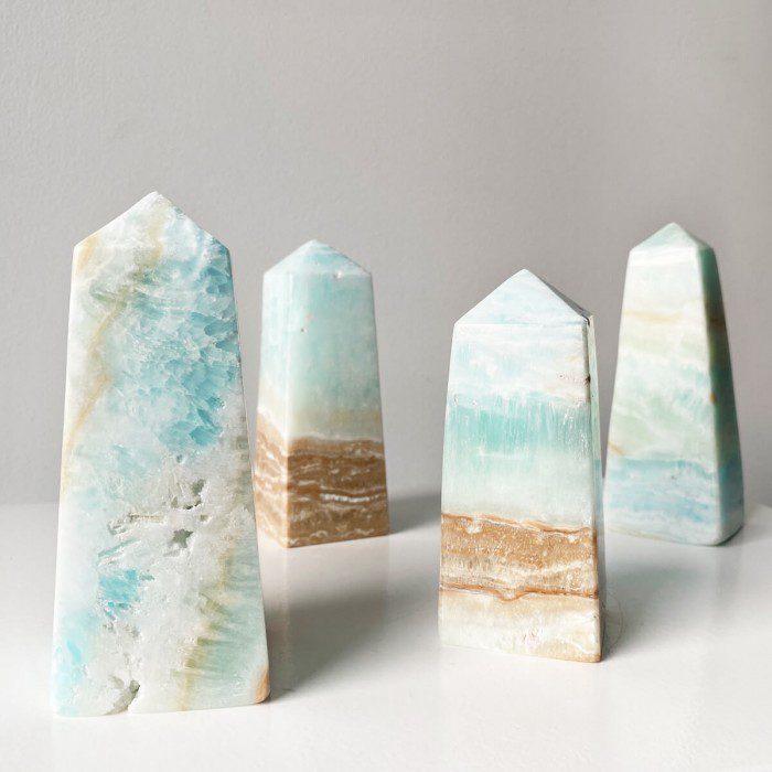 obelisco de calcita azul