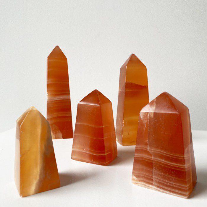 obelisco de calcita naranja