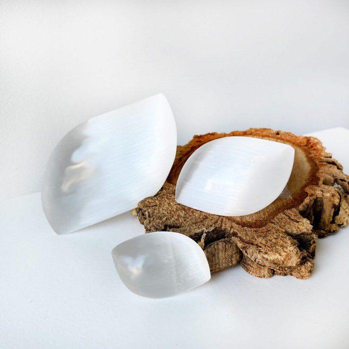 rodado de selenita en forma de pétalo