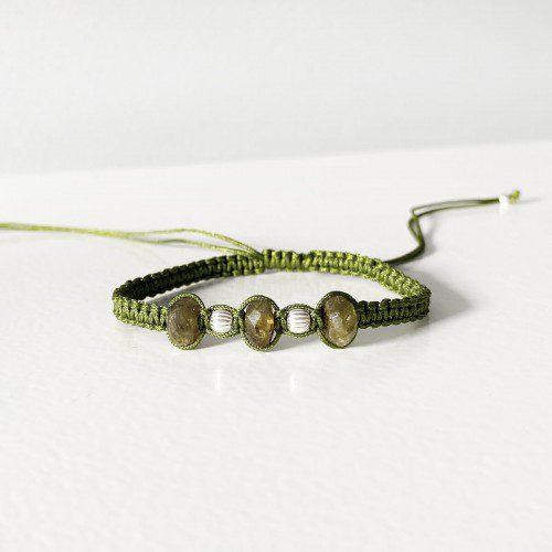 pulsera de macramé con granate verde
