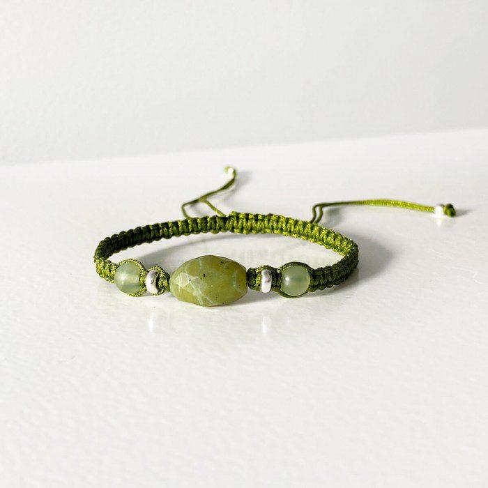pulsera de macramé con jade verde