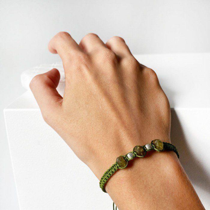 pulsera de macramé de granate verde natural
