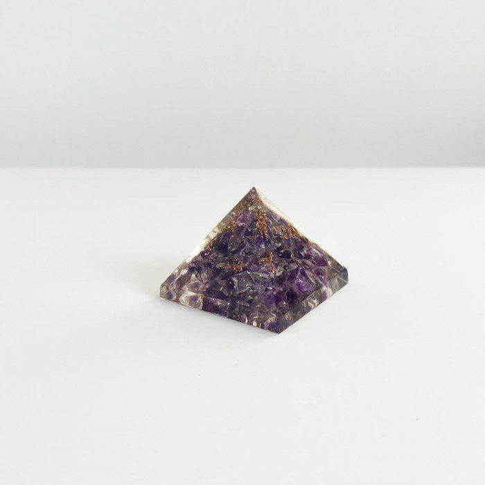pirámide de orgonita con amatista 2