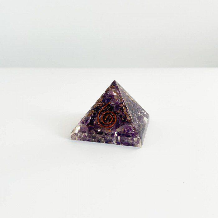 pirámide de orgonita con amatista