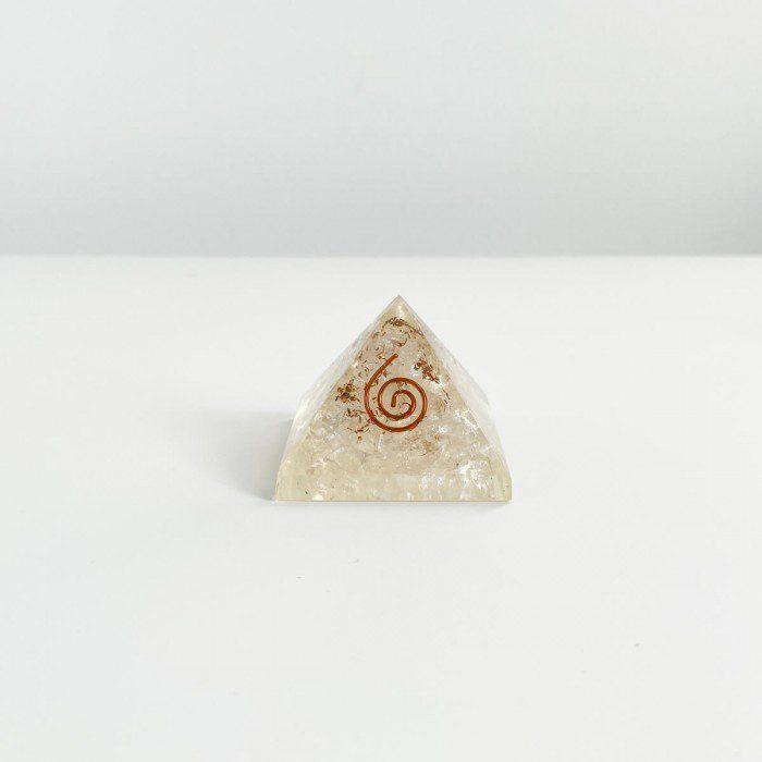 pirámide de orgonita con cuarzo cristal