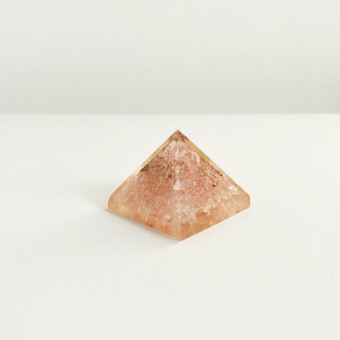 pirámide de orgonita con cuarzo rosa 2