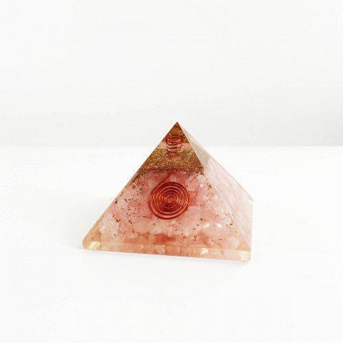 pirámide de orgonita con cuarzo rosa mediana