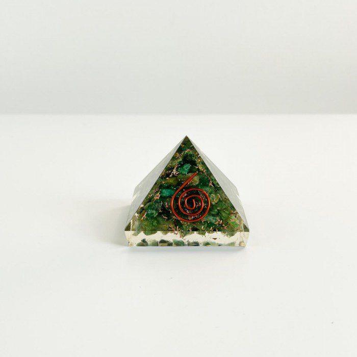pirámide de orgonita con cuarzo verde