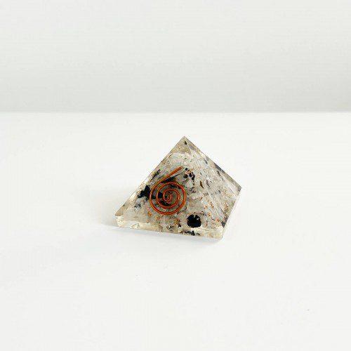 pirámide de orgonita con piedra luna pequeña