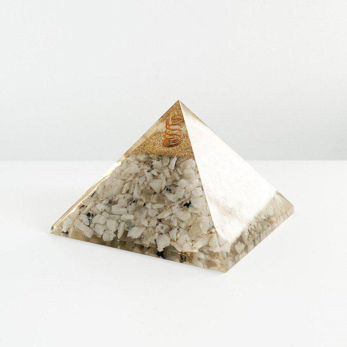 pirámide de orgonita con piedra luna 2