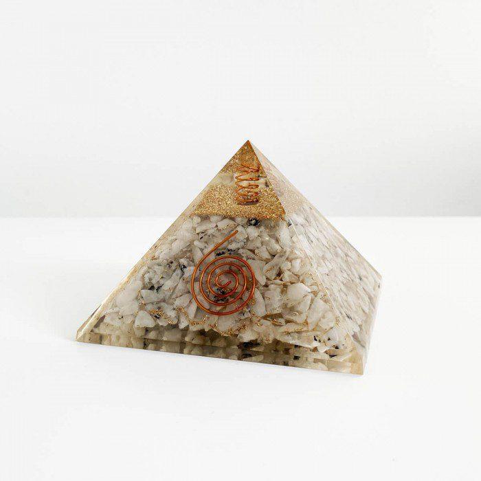 pirámide de orgonita con piedra luna