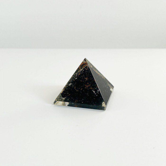 pirámide de orgonita con shungit 2