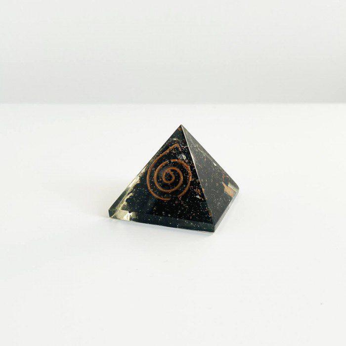pirámide de orgonita con shungit