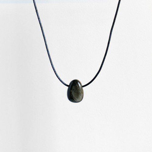 colgante de obsidiana dorada