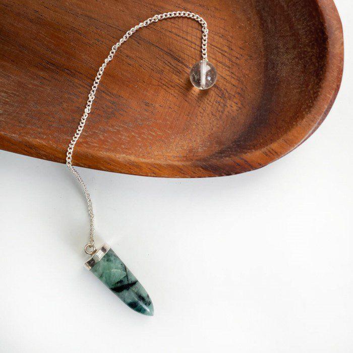 péndulo de esmeralda cadena