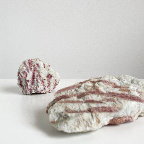 Turmalina rosa en matriz