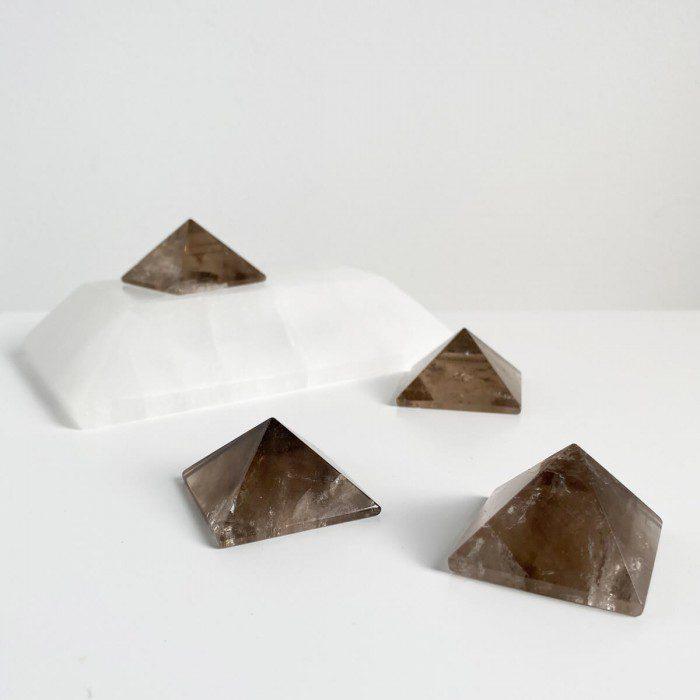 pirámide de cuarzo ahumado pequeña